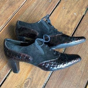 Laced Oxford Heels in genuine Leather